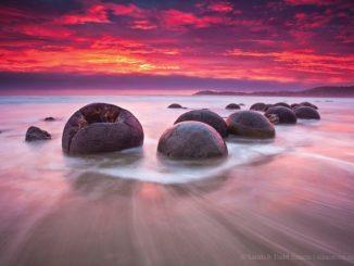 ニュージーランド モエラキ・ボールダーズ New Zealand Moeraki Boulders