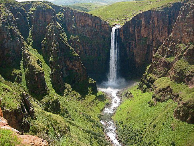 天空の王国レソト!アフリカ最大落差を誇るマレツニャーネの滝の絶景トレッキング!
