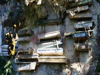 サガダ ハンギングコフィン Sagada Hanging Coffin